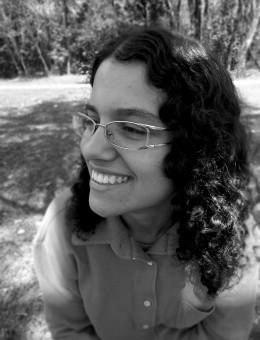 Amanda Bruno Professora de Francês